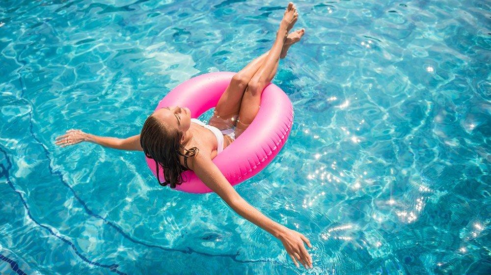 Cortec-Solutions-Blog-Sfaturi-utile-pentru-piscina-Deschiderea-piscinei-pentru-sezonul-cald-Curatare-piscina-Dezinfectare-piscina
